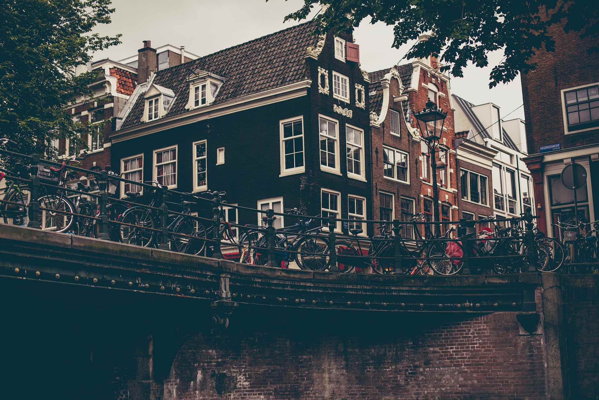 amsterdam-1674530_1920