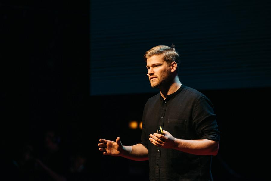 TEDxVienna_OTE_Daniel_Wellinger-6718._vangardist